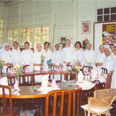 Oslava v bývalej jedálni komunity